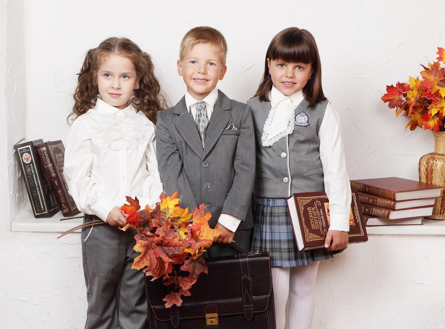 Дети в школьной форме