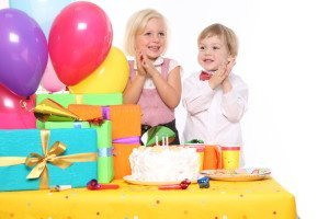 Дети с подарками