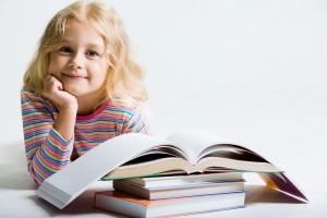 Ребенок с книжками