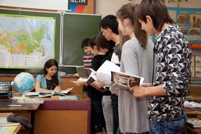 Учитель проверяет домашнее задание