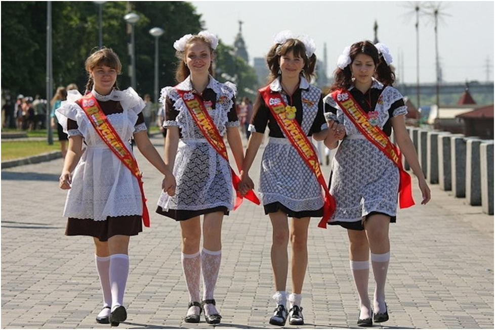 школьницы с бантами