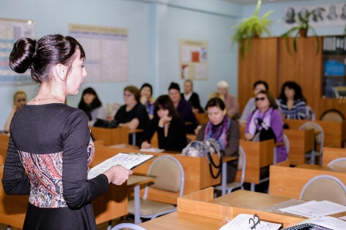 Учительница отвечает на вопросы родителей