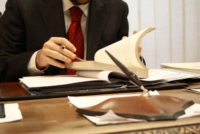 Адвокат на работе