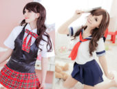 Две японские девушки в школьной форме с галстуками
