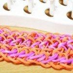 Оранжево-фиолетовый браслет из резинок
