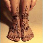Ноги с высоким мехенди