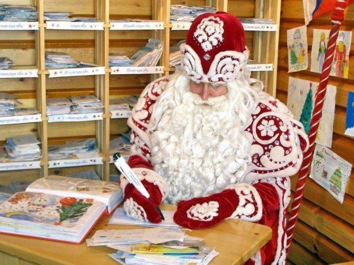 Дед Мороз с письмами