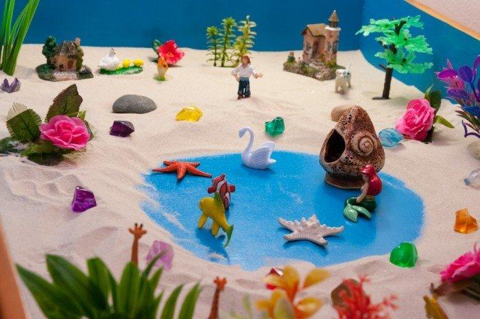 Водоём и его обитатели на песке
