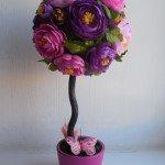 Топиарий из крупных цветов
