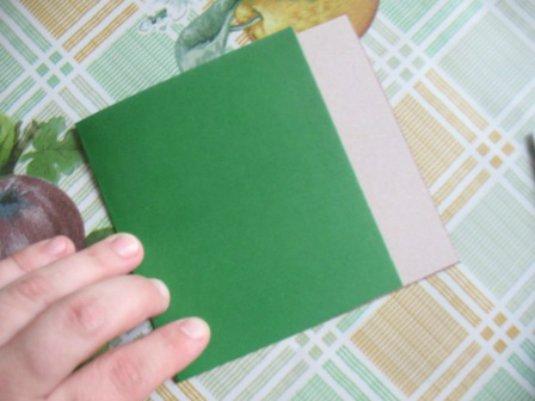 Согнутая полоска из картона