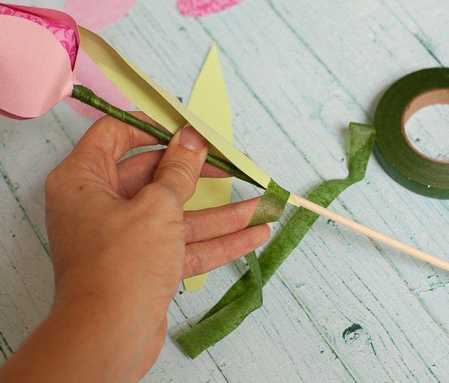Фиксирование листьев гофрированной лентой