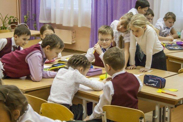 Дети коллективно работают над заданием
