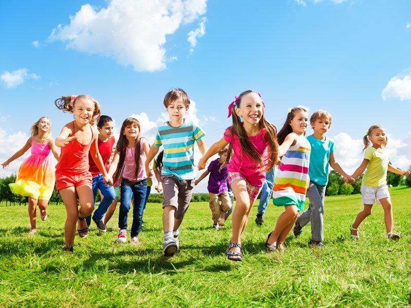 Чем занять ребенка летом на каникулах