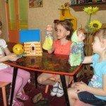 Разыгрывание спектакля детьми