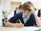 Школьник пишет