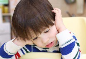 Задумавшийся ребёнок