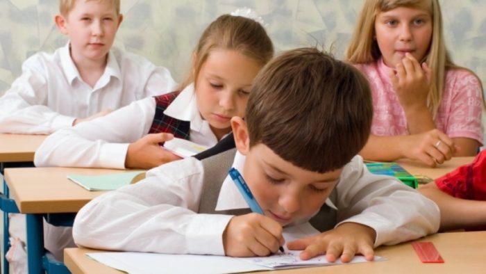 Дети проходят тест