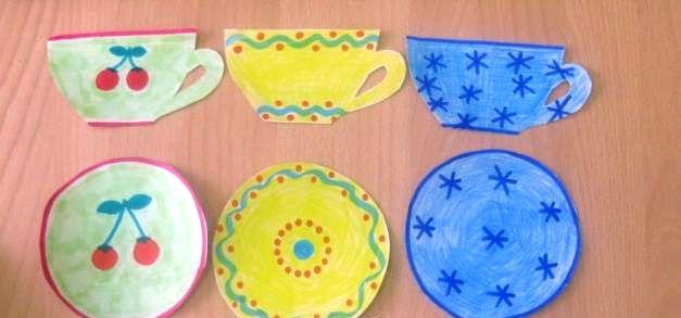3 чашки, 3 блюдца, узоры: вишенка, абстракция и снежинки