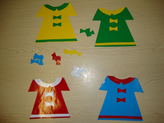 4 разноцветных платья с бантиками