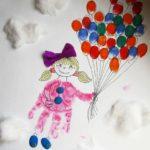 Девочка с шарами, тело выполнено отпечатком ладошки