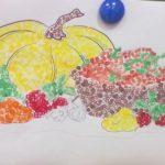 Корзинка с фруктами и тыква в технике рисования пальчиками