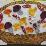 Корзинка с грибами из цветных салфеток