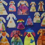 Много платьев с объёмными декоративными элементами