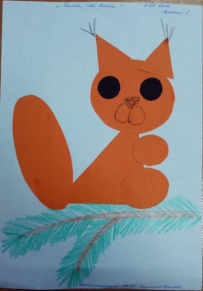 Оранжевая белочка из бумаги с чёрными глазами