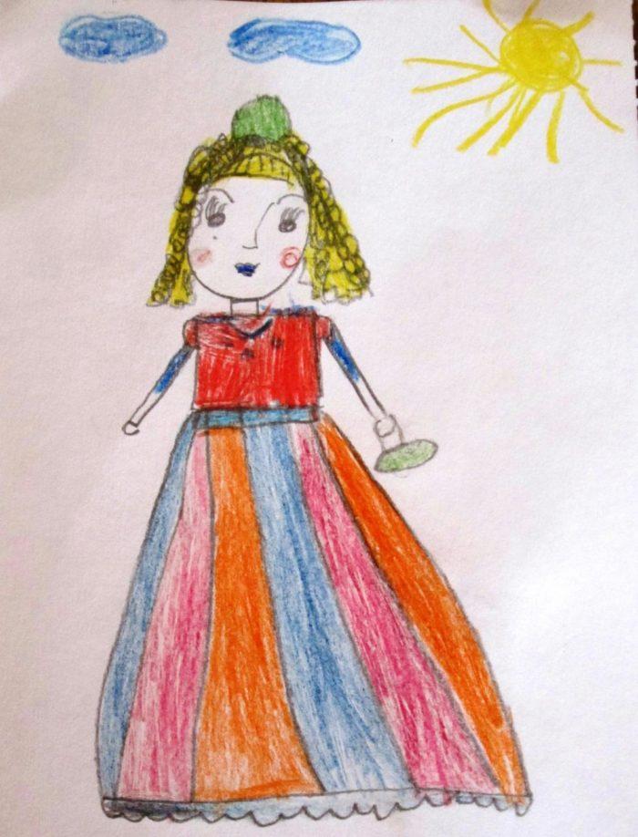 Принцесса в длинном платье с полосатой юбкой