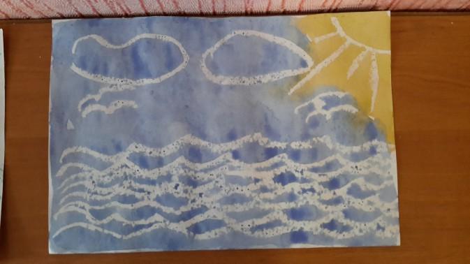 Рисунок свечой: море, волны, облака и солнце