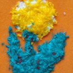 Жёлто-голубой цветок из кусочков ниток