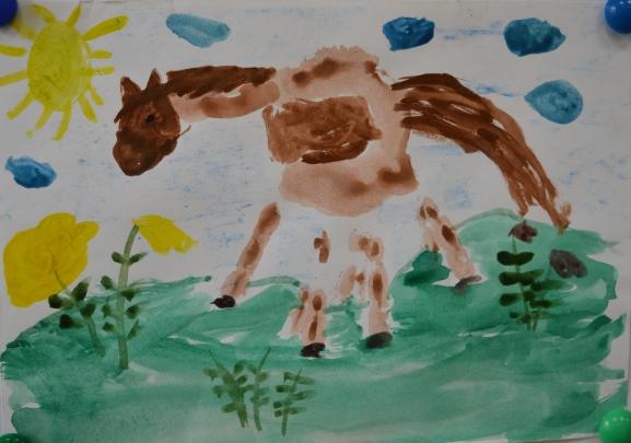 Лошадка на лугу