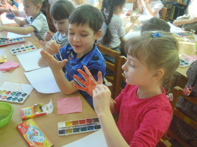 Занятие по «ладошковой» живописи в подготовительной группе