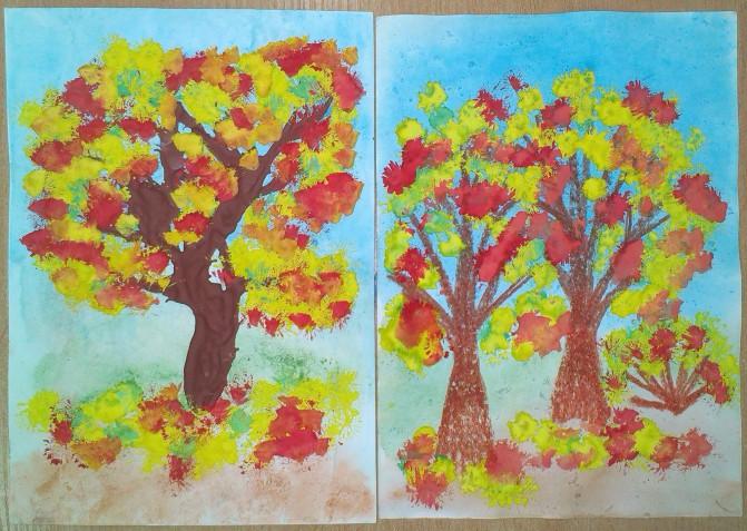 Дерево в осеннем лесу