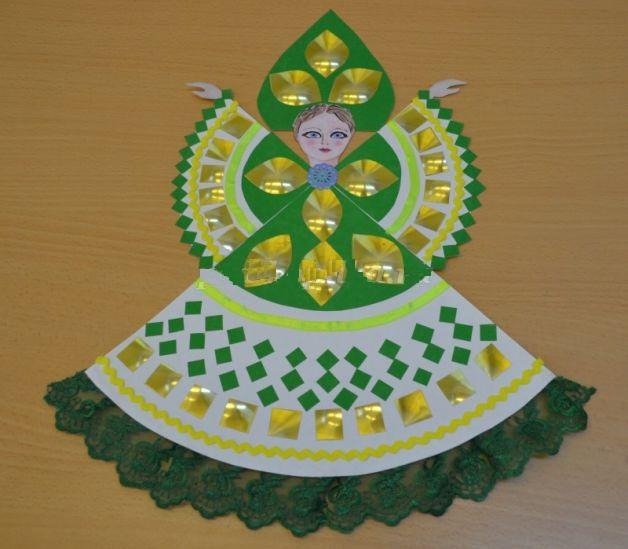 Красавица в зеленом наряде