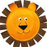 Морда льва из одноразовой тарелки