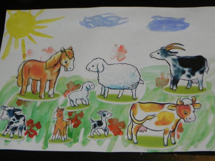 Рисунок акварелью с наклеенными картинками животных на ферме (лошадь, овца, корова и др.)
