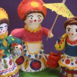 3 пластилиновые барышни, одна с зонтиком