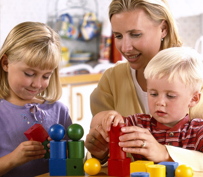 дети выполняют упражнение на внимание