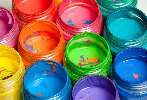Банки с разноцветной гуашью