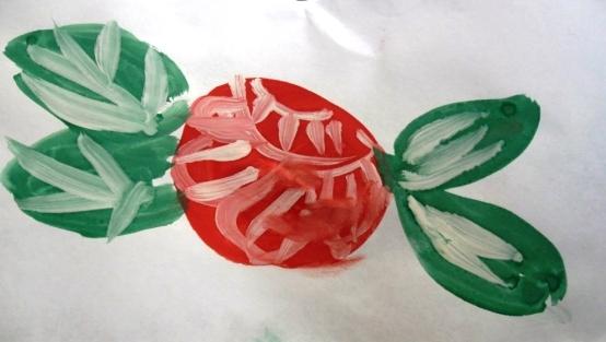 Красная роза с зелёными листиками