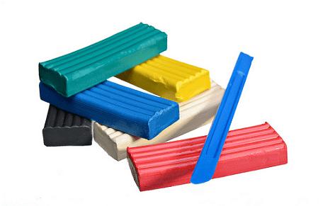 Куски-блоки пластилина и синяя стека