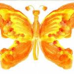 Оранжево-жёлтая бабочка в технике монотипии