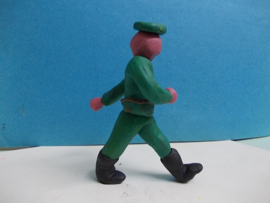 Пластилиновый солдат в зелёном