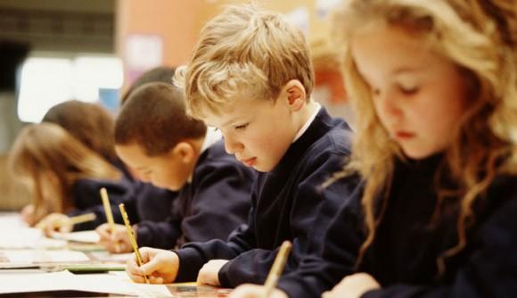 Дети пишут тест в группе