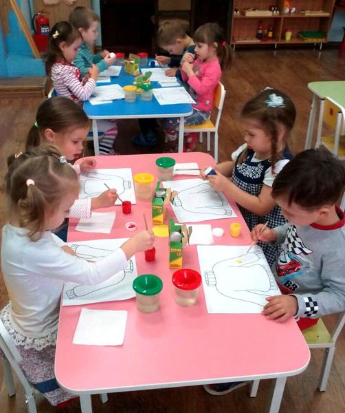 Занятие по декоративному рисованию в детском саду