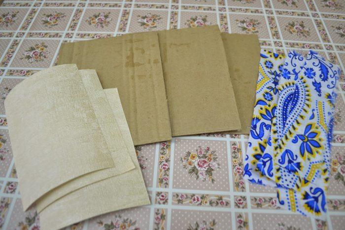 Картон и ткань разрезаны на нужное количество деталей