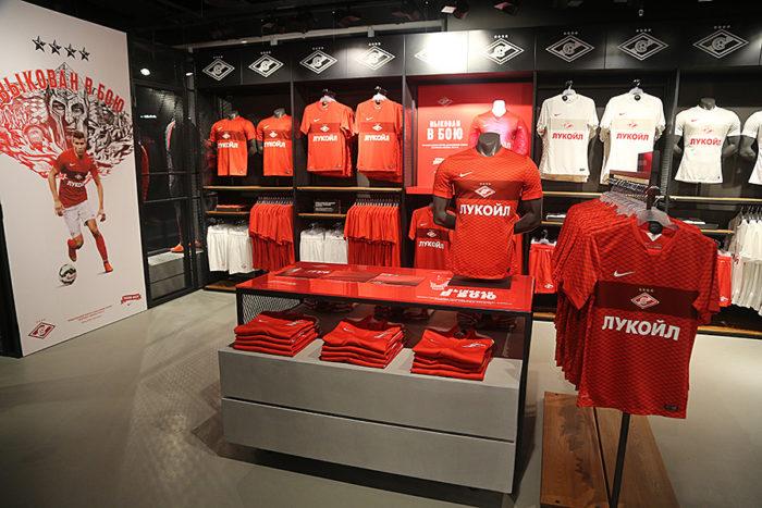 одежда с символикой футбольной команды