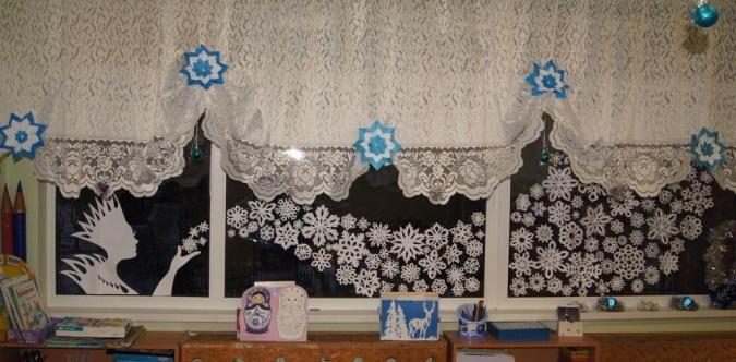 Силуэты снежинок и Снежной королевы