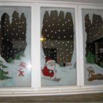 Снеговик, Дед Мороз, олень и зимний пейзаж на окнах